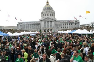 2009_sp_city_hall_crowd[1]