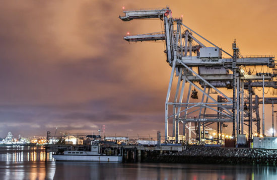 640px-Port_of_Oakland_Cranes_(15389761152)[1]