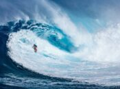 Massive 40 ft Waves Bring Out World Class Surfers to Mavericks